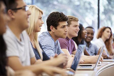 giovane-universitario-lezione