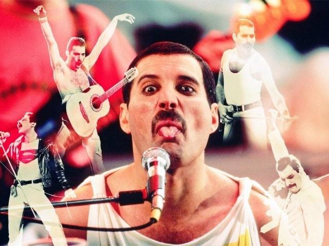Freddie Mercury è vivo e canta insieme a noi. Fuoriprogramma al concerto dei Green Day, il tributo è da brividi La folla si scalda cantando 'Bohemian Rhapsody' dei Queenprima dell'esibizione dei Green Day a Londra