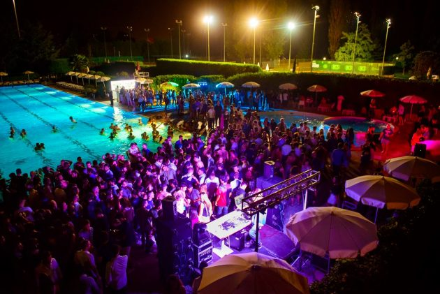 Absolute pool party floating edition youparti for Club esclusivi milano