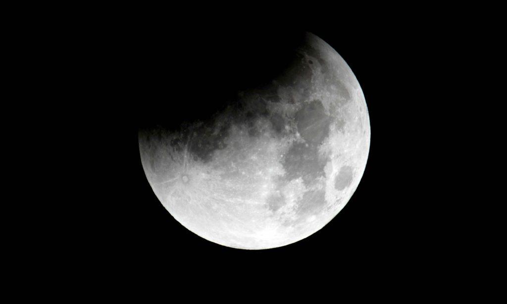 Eclissi di luna del 7 Agosto, ecco come e quando ammirare lo spettacolo