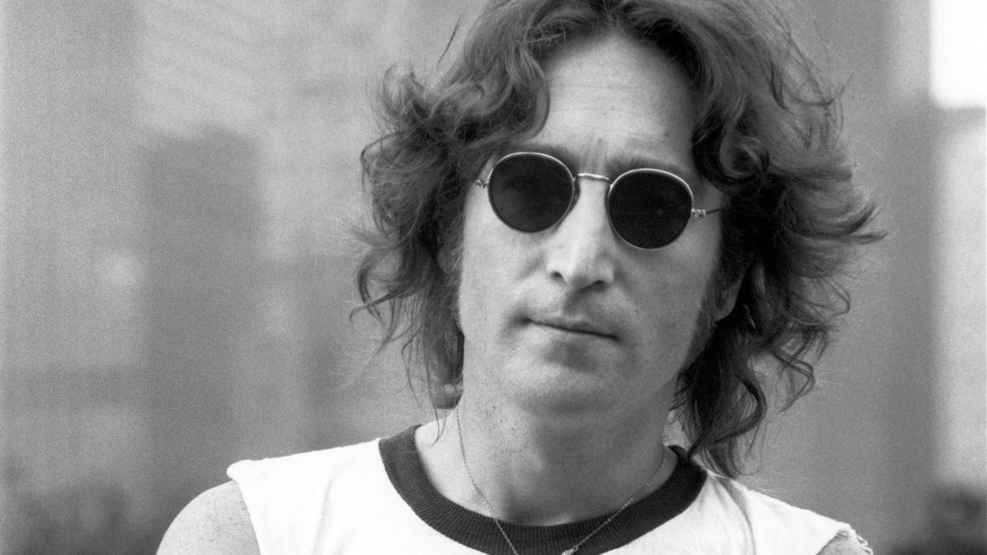 John Lennon 9 cimeli ritrovati a Berlino