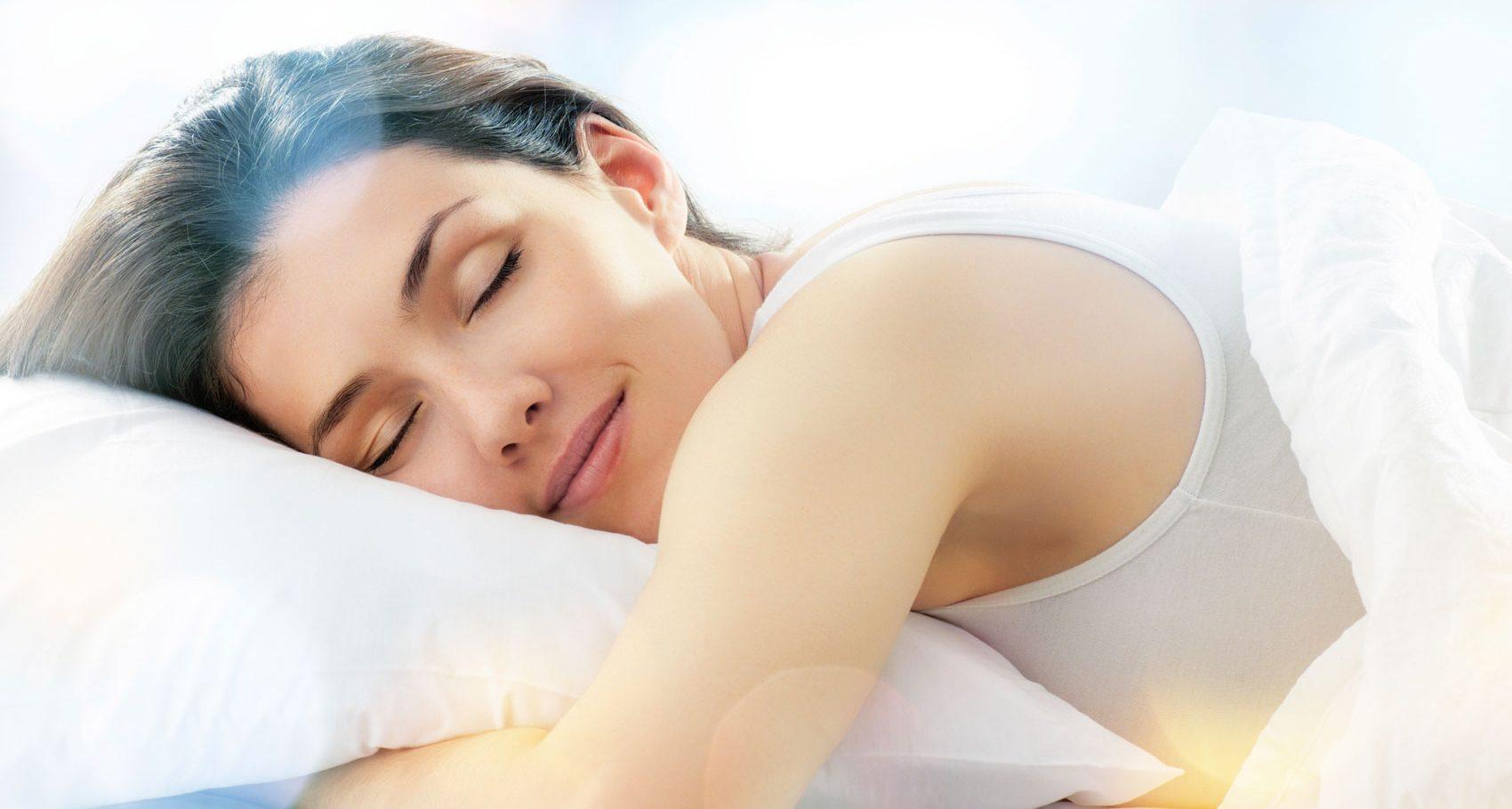 Dormire Con Un Cuscino Tra Le Gambe.Posizioni Del Sonno I Benefici Ed I Contro Youparti