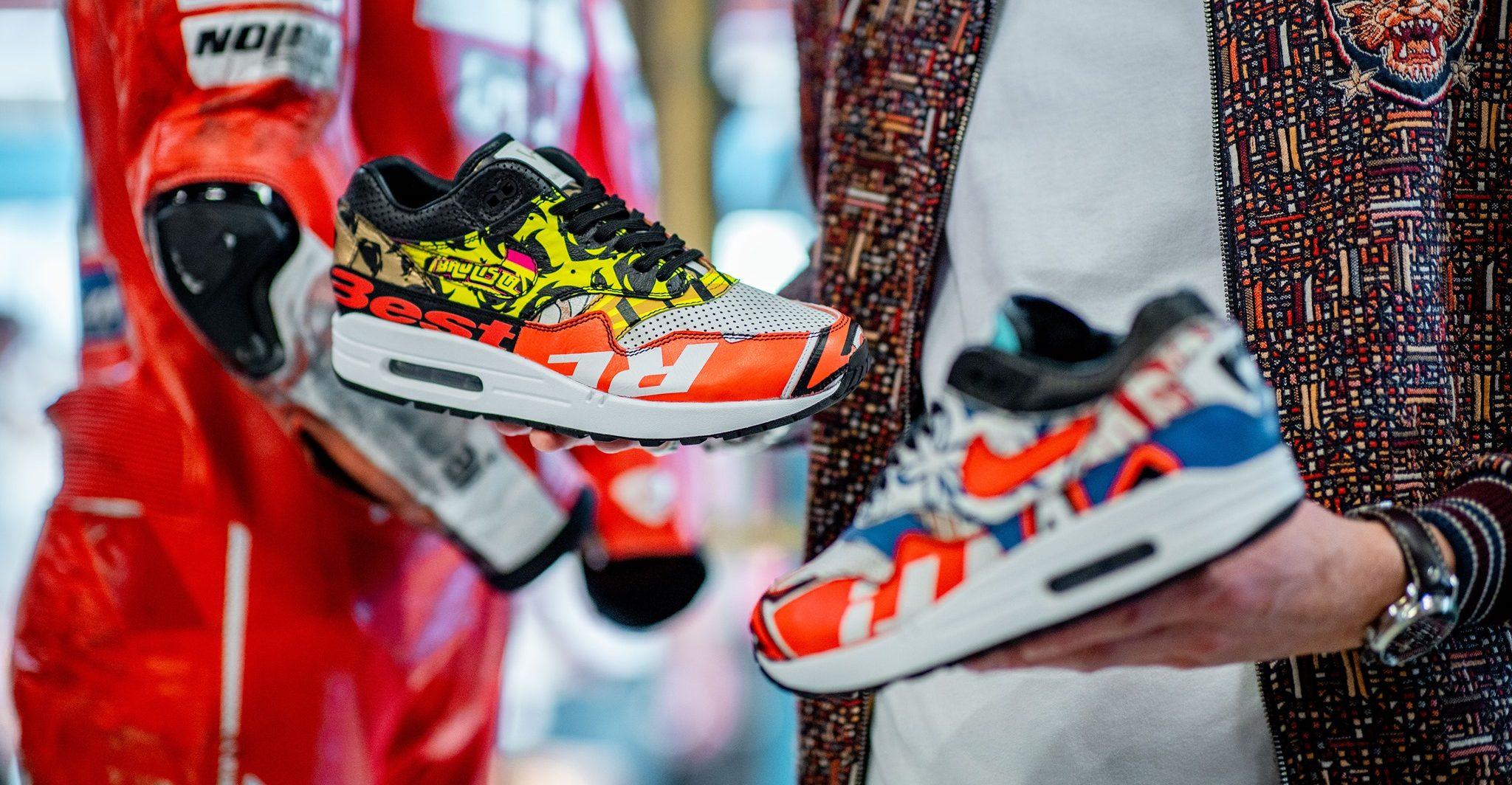 Cinquanta cent per toccarle, 4mila euro per comprarle: Sneakerness, la 'fiera delle scarpe YOUparti Fabbrica Orobia Milano
