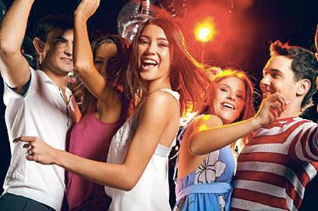 giovane-universitario-festa