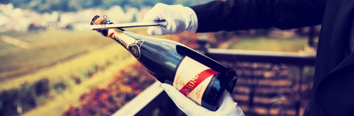 Sciabolare bottiglia champagne