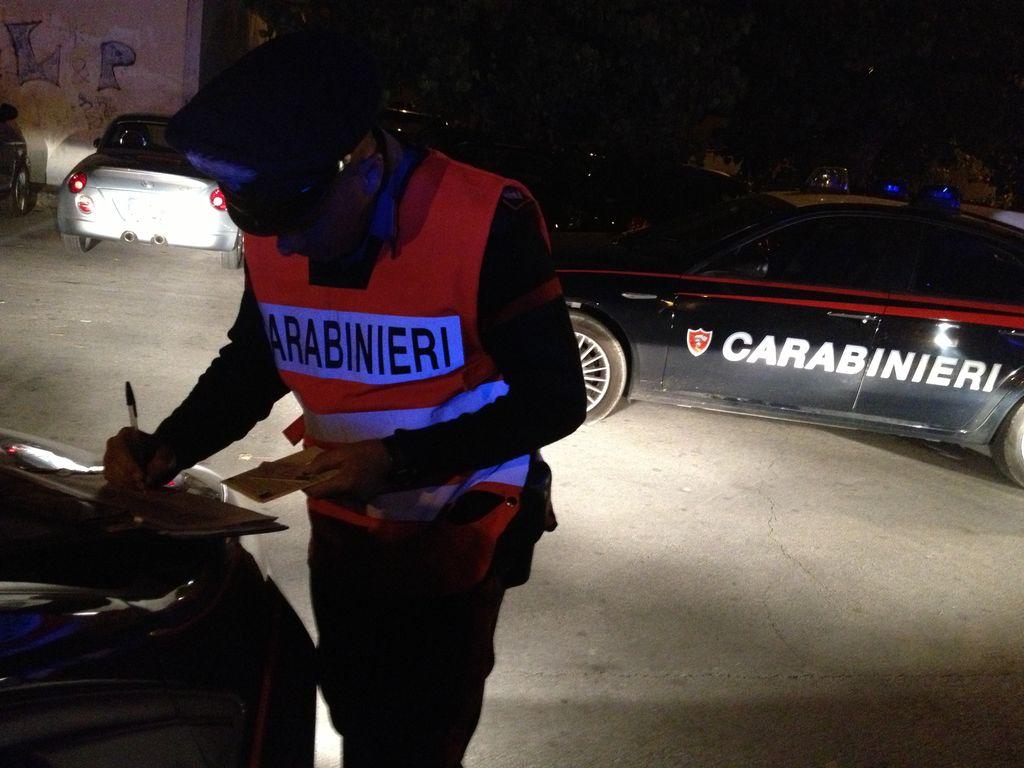 Carabinieri ragazza ubriaca ingoia scontrino