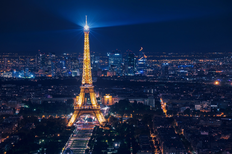 Nina Kraviz live sulla Tour Eiffel
