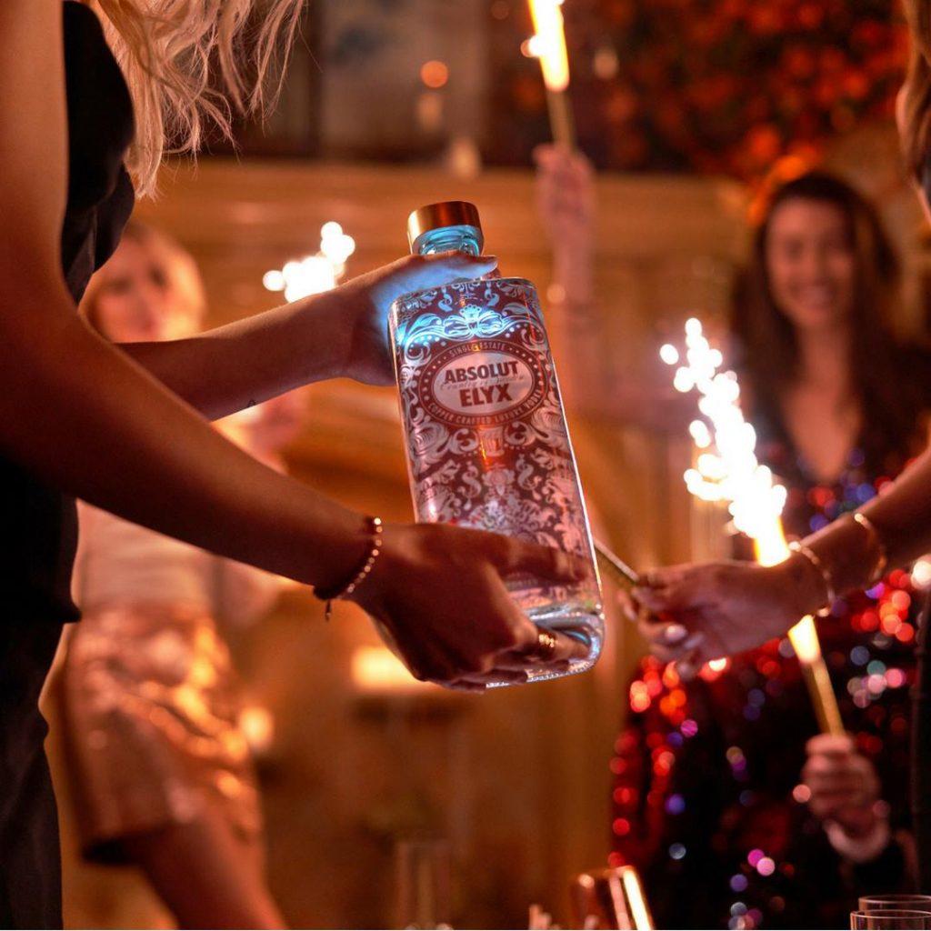 Absolut Elyx presenta Luminous Label Special Edition | YOUparti Bulk Mixology Food Bar c/o Hotel Viu milano