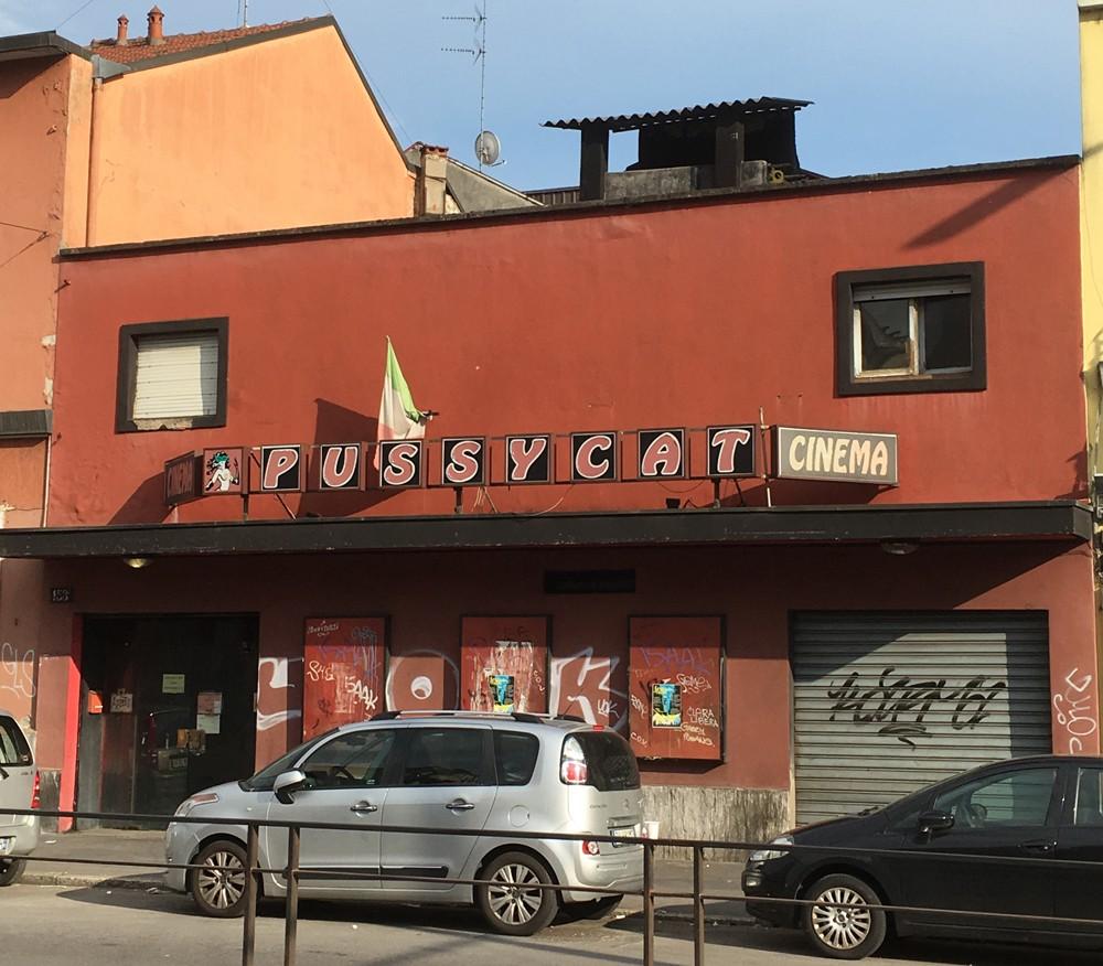 Chiude ultimo cinema porno Milano
