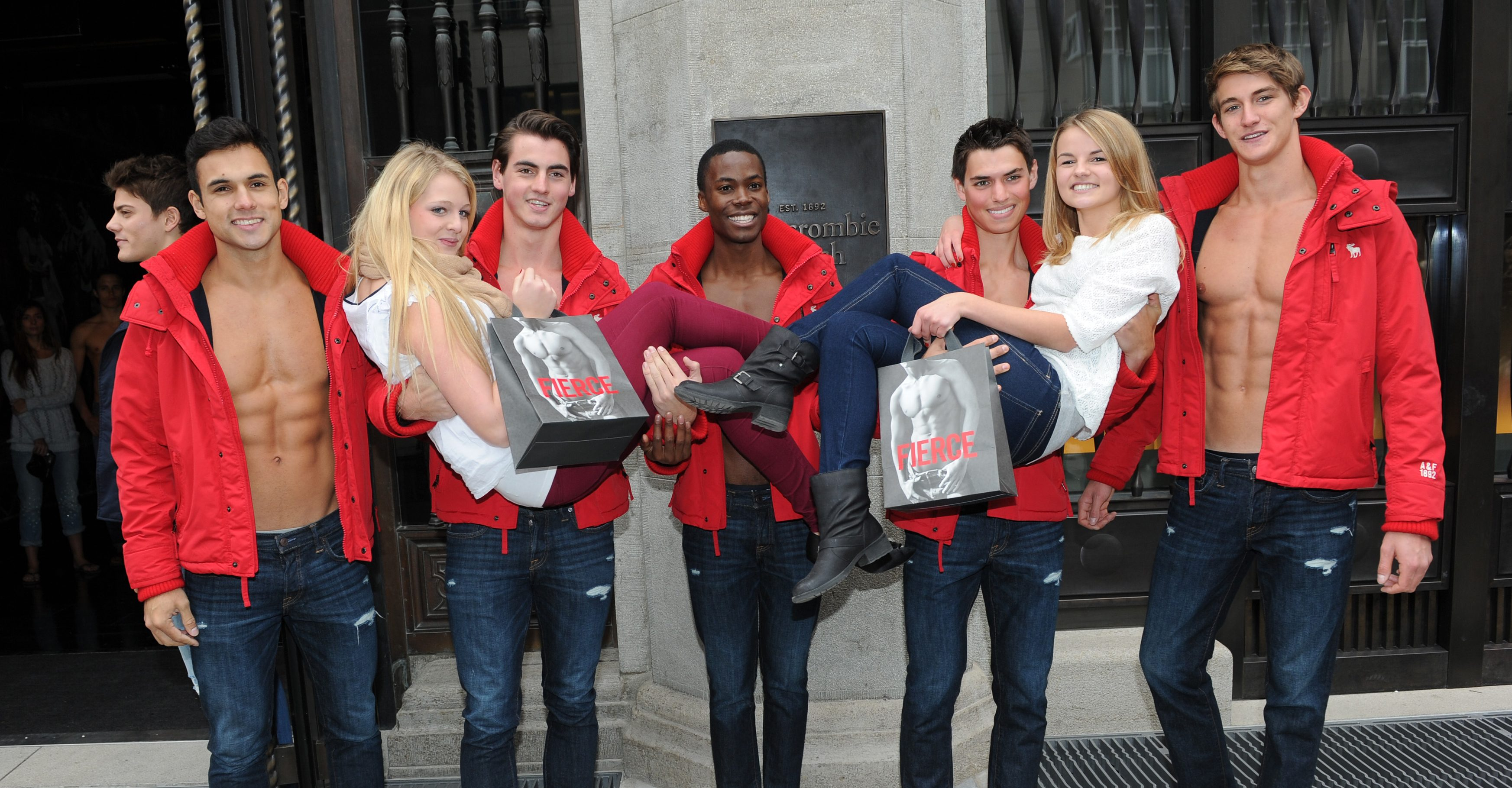 Abercrombie & Fitch chiude a Milano YOUparti