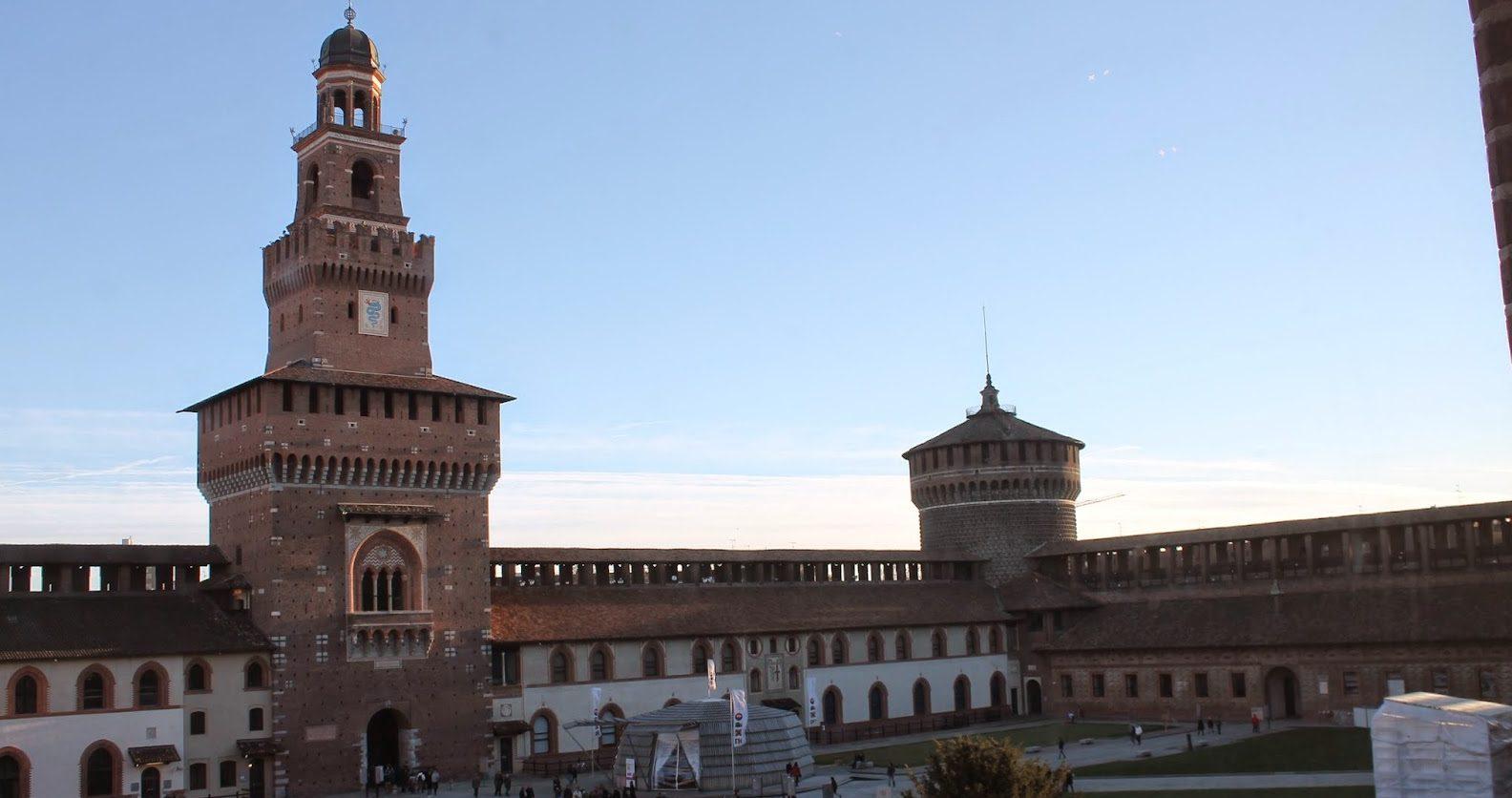 Castello Sforzesco ferragosto a Milano