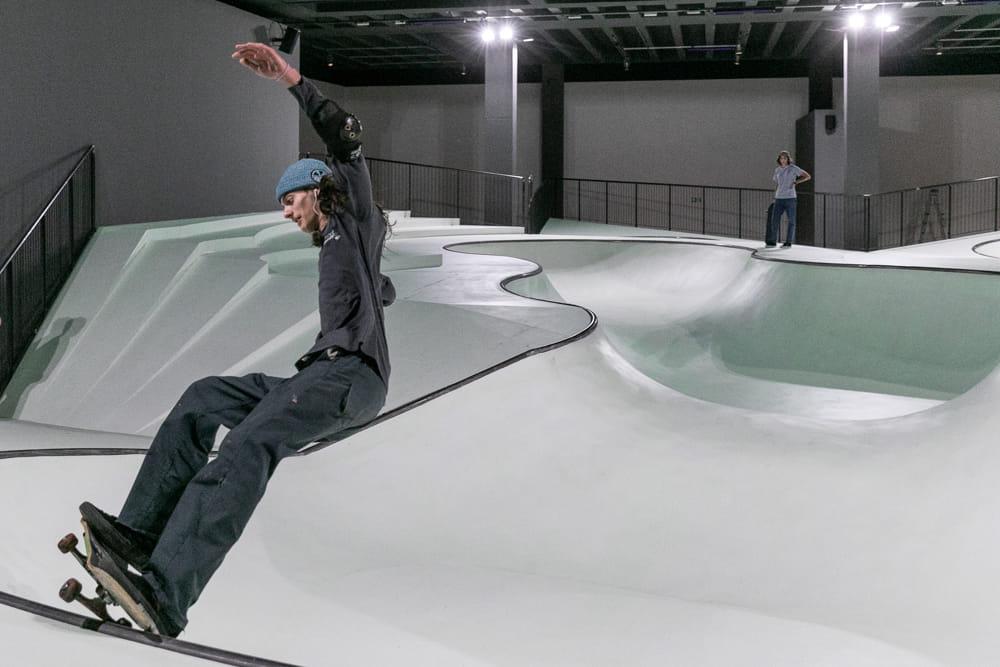 La Triennale trasformata in un grande skatepark fluorescente: si entra gratis YOUparti