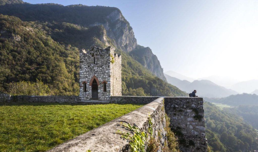 10 POSTI dove FUGGIRE dal mondo restando in LOMBARDIA YOUparti Rocca dell'innominato