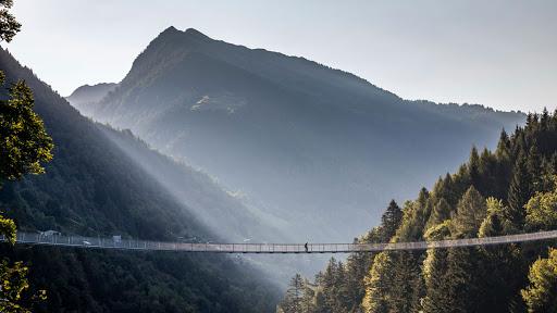 10 POSTI dove FUGGIRE dal mondo restando in LOMBARDIA YOUparti Ponte nel cielo