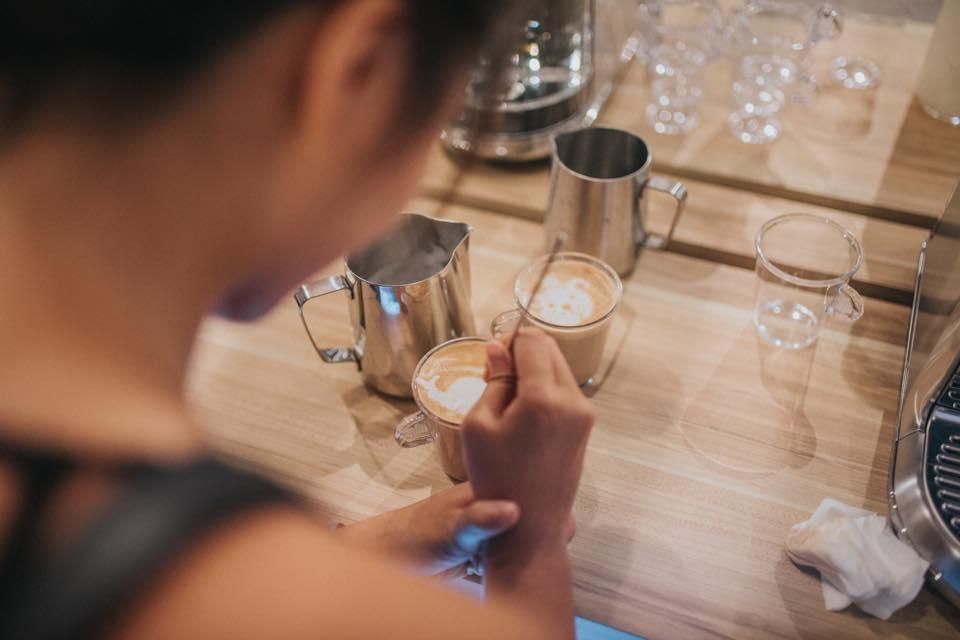 Sculture in 3D, da bere, realizzate con la schiuma del cappuccino
